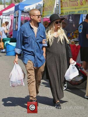 Ashlee Simpson and Evan Ross - Heavily pregnant Ashlee Simpson buys fresh salsa, strawberries and a jumbo sausage sandwich together...