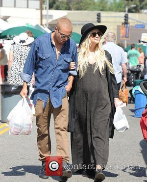 Ashlee Simpson and Evan Ross - Ashlee Simpson and Evan Ross spotted at the farmers market - Los Angeles, California,...
