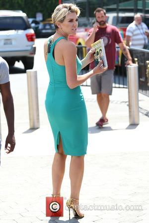 Charissa Thompson - Pauley Perrette appears on 'Extra' at Universal Studios - Los Angeles, California, United States - Monday 4th...