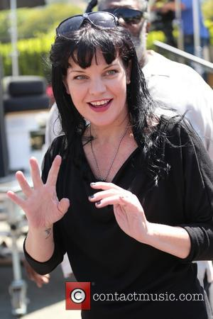 Pauley Perrette - Pauley Perrette appears on 'Extra' at Universal Studios - Los Angeles, California, United States - Monday 4th...