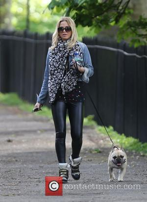 Sarah Harding - Sarah Harding takes her dog for a walk on a sunny day in Primrose Hill - London,...