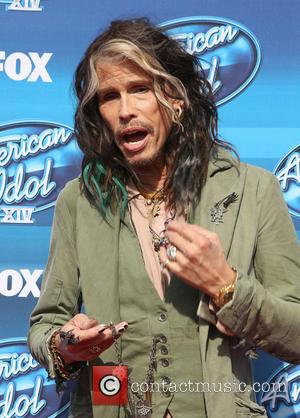 Steven Tyler Joins Moscow Busker For Impromptu Performance Of 'I Don't Want To Miss A Thing'
