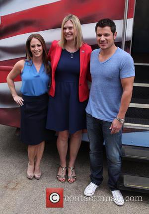 Almay Vice President, Jill Krakowski, USO of Metropolitan New York's Jessica McAndrews and Nick Lachey