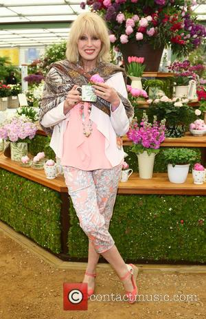 Joanna Lumley - RHS Chelsea Flower Show Press and VIP Viewing Day at the Royal Hospital, Chelsea, london at Royal...