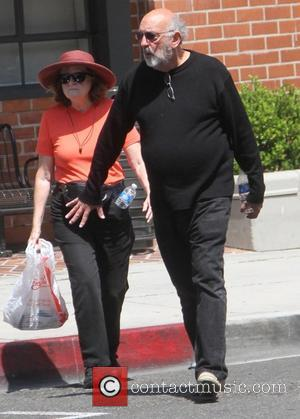 Richard Schiff - West Wing actor Richard Schiff goes shopping in Beverly Hills - Los Angeles, California, United States -...