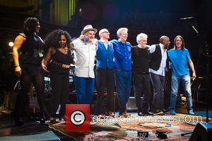 Michelle Johns, Sharon White, Paul Carrack, Andy Fairweather Low, Steve Gadd and Nathan East