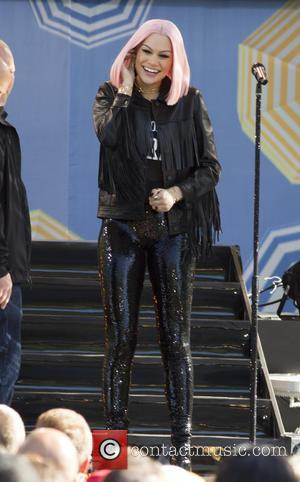 Jessie J Duets With Fan Onstage