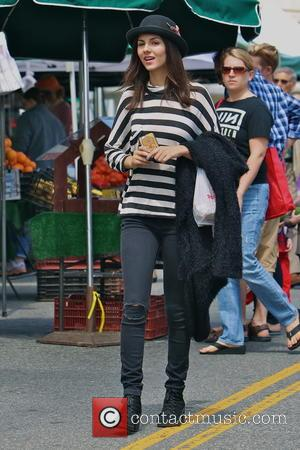 Victoria Justice - Eye Candy's Victoria Justice spends her Memorial Day weekend at the Studio City Farmers Market - Los...