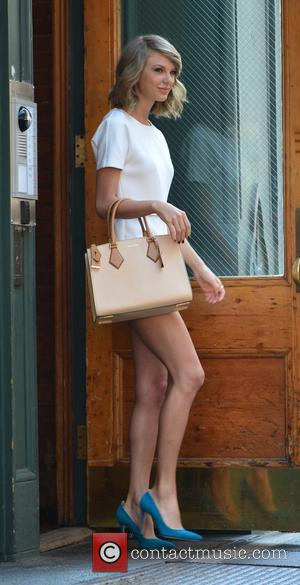 Taylor Swift - Taylor Swift leaving her New York apartment - Manhattan, New York, United States - Wednesday 27th May...
