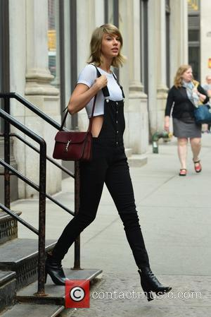 Taylor Swift - Taylor Swift leaving her apartment - Manhattan, New York, United States - Thursday 28th May 2015