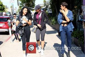 Nicole Murphy - Nicole Murphy and daughters spotted on Melrose with a little puppy at Melrose - Los Angeles, California,...