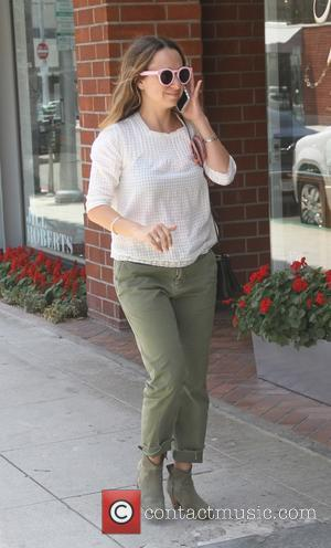 Jennifer Meyer - Jennifer Meyer, jewelry designer and wife of Tobey Maguire, goes shopping in Beverly Hills - Los Angeles,...