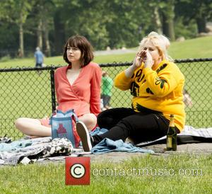 Dakota Johnson and Rebel Wilson - On Location with How to be Single at Central Park - New York, New...