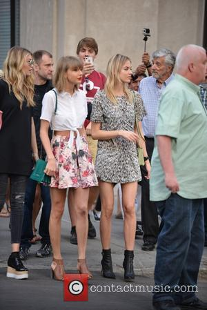 Taylor Swift, Gigi Hadid and Martha Hunt - Taylor Swift, Gigi Hadid, and Martha Hunt spotted out and about in...