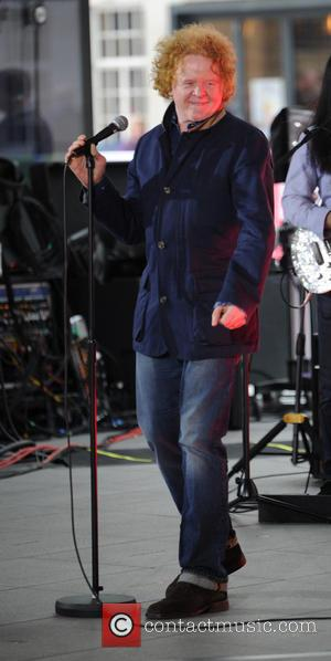 Mick Hucknall - Mick Hucknall rehearses outside The BBC for The One Show - London, United Kingdom - Monday 1st...