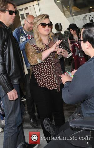 Kelly Clarkson - Kelly Clarkson arriving the BBC Radio 1 studios to perform on the Live Lounge - London, United...
