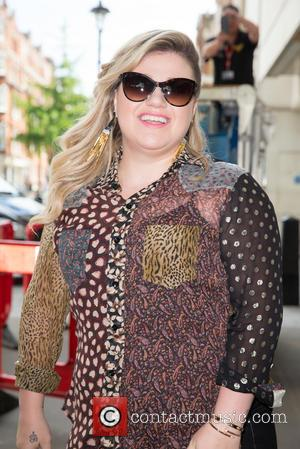 Kelly Clarkson - Kelly Clarkson arriving the BBC Radio 1 studios to perform on the Live Lounge at BBC Portland...