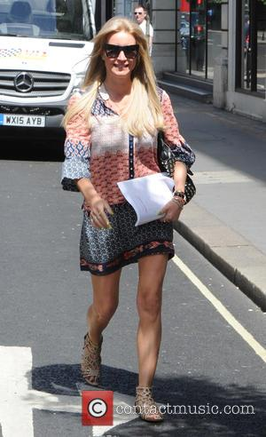Denise van Outen - Denise van Outen gets her hair done at Inanch London hair salon - London, United Kingdom...