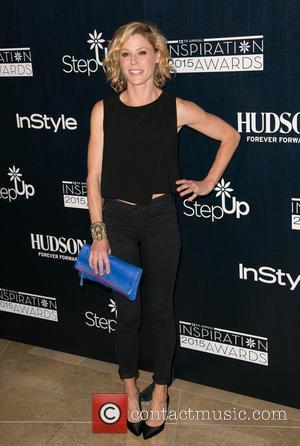 Julie Bowen Wears Sofia Vergara's Blouse To Dismiss Feud Reports