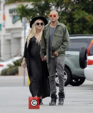 Ashlee Simpson and Evan Ross - Pregnant Ashlee Simpson has lunch with her husband, Evan Ross, and mother, Tina Simpson,...