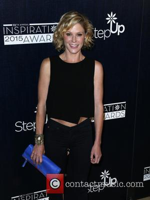Julie Bowen - Step Up Women's Network 12th Annual Inspiration Awards - Arrivals at The Beverly Hilton Hotel - Beverly...