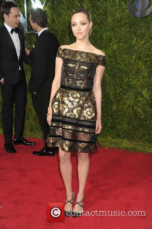 Amanda Seyfried - 2015 Tony Awards - Red Carpet Arrivals at Radio City Music Hall, Tony Awards - New York...