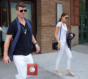 Robin Thicke and April Love Geary - Robin Thicke and April Love Geary leaving their hotel in New York -...