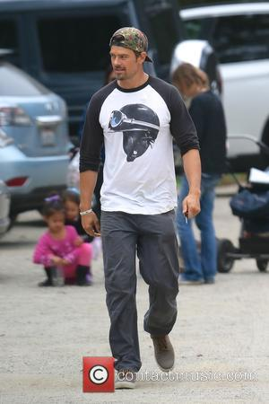 Josh Duhamel - Josh Duhamel returning to his car from an early morning hike - Los Angeles, California, United States...