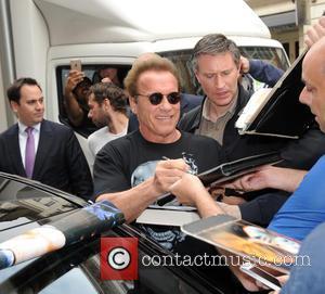 Arnold Schwarzenegger Terrifies Fans With Waxwork Stunt