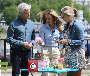 Amanda Holden - Amanda Holden filming This Morning on the Southbank - London, United Kingdom - Thursday 18th June 2015