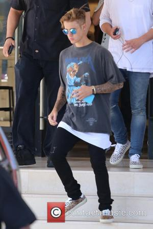 Justin Bieber - Justin Beiber leaves Barneys New York wearing a Metallica t-shirt at Beverly Hills - Los Angeles, California,...