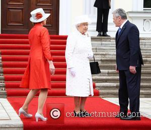 President Joachim Gauck, Daniela Schadt and Queen Elizabeth Ii