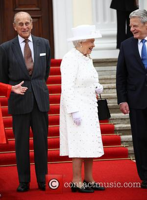 Queen Elizabeth II and President Joachim Gauck - Queen Elizabeth II and Prince Philip, Duke of Edinburgh are welcomed with...