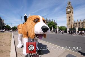 Atmosphere - A big beagle arrived in Parliament Square. It has been traveling the country raising money for charity -...