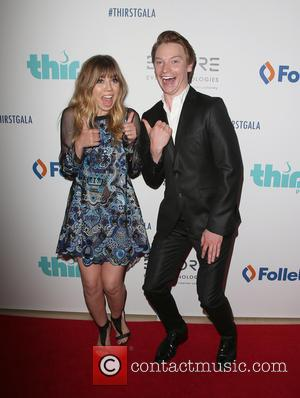Jennette McCurdy and Calum Worthy