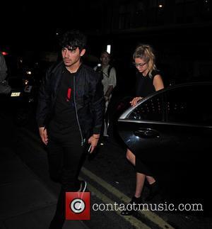 Gigi Hadid and Joe Jonas - Kendall Jenner, Gigi Hadid and Joe Jonas dine at Sketch restaurant in London at...