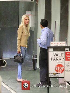 Tara Reid - Tara Reid arrives at a doctor's office in Beverly Hills wearing a Gucci belt and sandals -...