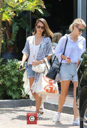 Jessica Alba - Jessica Alba takes her daughters Honor and Haven Warren to lunch at Cafe Habana Malibu - Malibu,...