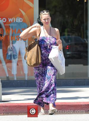 Natasha Henstridge - EXCLUSIVE Natasha Henstridge does some shopping on Ventura Blvd - Los Angeles, California, United States - Wednesday...