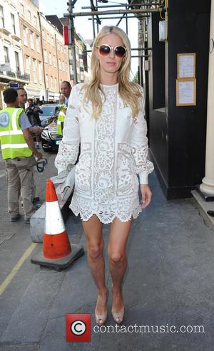 Nicky Hilton - Paris Hilton enjoys lunch at The Arts Club in Mayfair, with sister Nicky Hilton. The pair then...