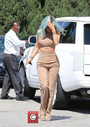 Kylie Jenner - Kylie Jenner arrives at Salon 90210 in her white Range Rover - Los Angeles, California, United States...
