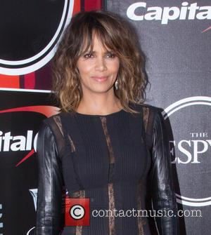 Halle Berry - The 2015 ESPYS at Microsoft Theater - Red Carpet Arrivals - Los Angeles, California, United States -...