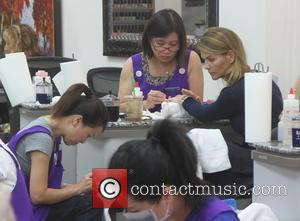 Lori Loughlin - Lori Loughlin goes to a nail salon in Beverly Hills - Los Angeles, California, United States -...