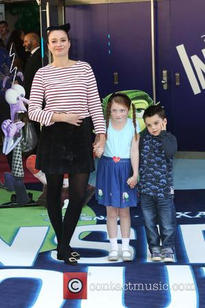 Gizzi Erskine and children