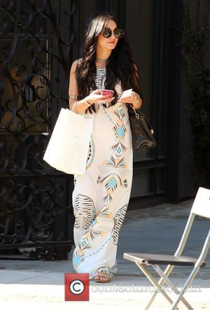 Vanessa Hudgens - Vanessa Hudgens leaving the hair salon 90210 in Beverly Hills - Los Angeles, California, United States -...