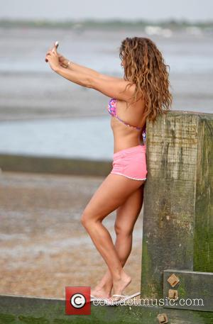 Pascal Craymer - Pascal Craymer relaxes on a beach in Essex at Leigh on Sea Beach - London, United Kingdom...