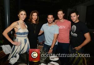 Sarah Megan Thomas, Alysia Reiner, David Alan Basche, Samuel Roukin and Roe Hartrampf