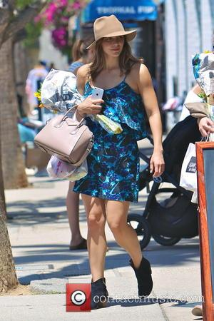 Katharine McPhee - Katharine McPhee shops for fresh produce and sunflowers at the Studio City Farmers Market dressed in a...