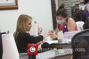 Jenn Berman - Jenn Berman gets her nails done in Beverly Hills - Los Angeles, California, United States - Tuesday...