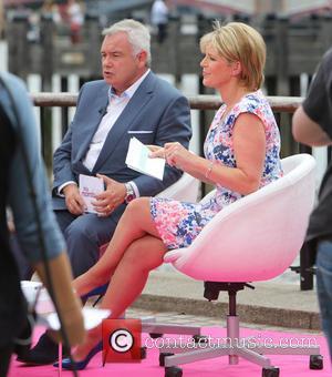 Eamonn Holmes and Ruth Langsford - Eamonn Holmes and Ruth Langsford filming on the Southbank - London, United Kingdom -...